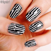 Illusion stripe nails