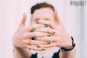 Gradient Dot Nails