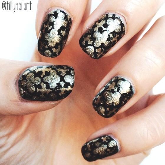 Quatre foil nails